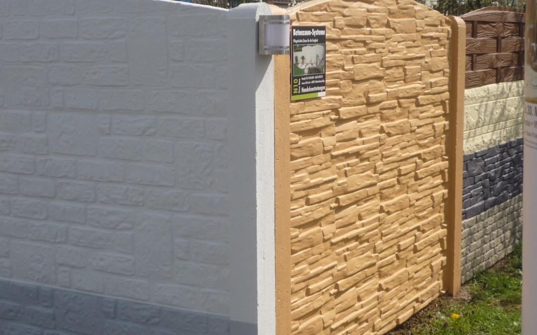 Eine neue Betonzaun-Ausstellung kann bei einem zufriedenen Kunden bestaunt werden.